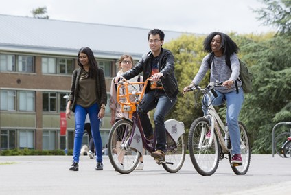 Students cycling through Reading University campus